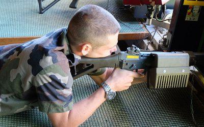 Investir dans le maniement des armes à feu? Ça suffit!