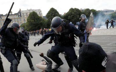 La police réprime! Soyons des milliers à prendre la rue le 17 mars!