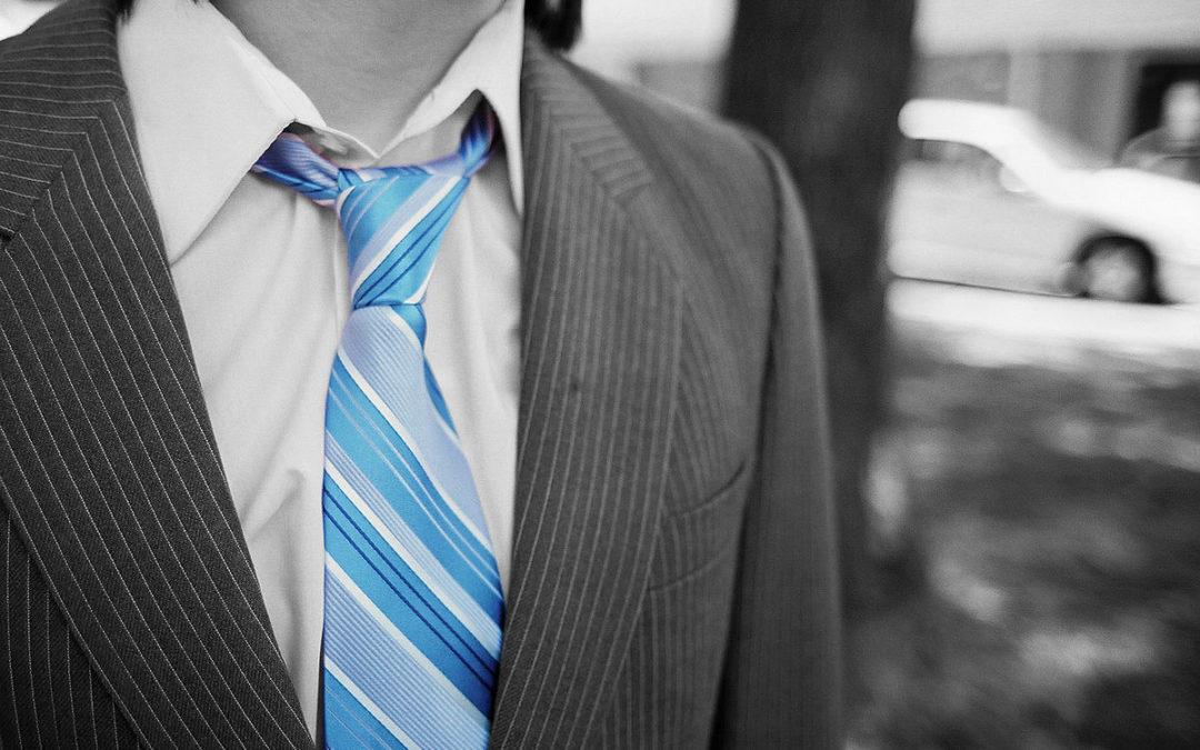 Porter la cravate nuit… le jour aussi !